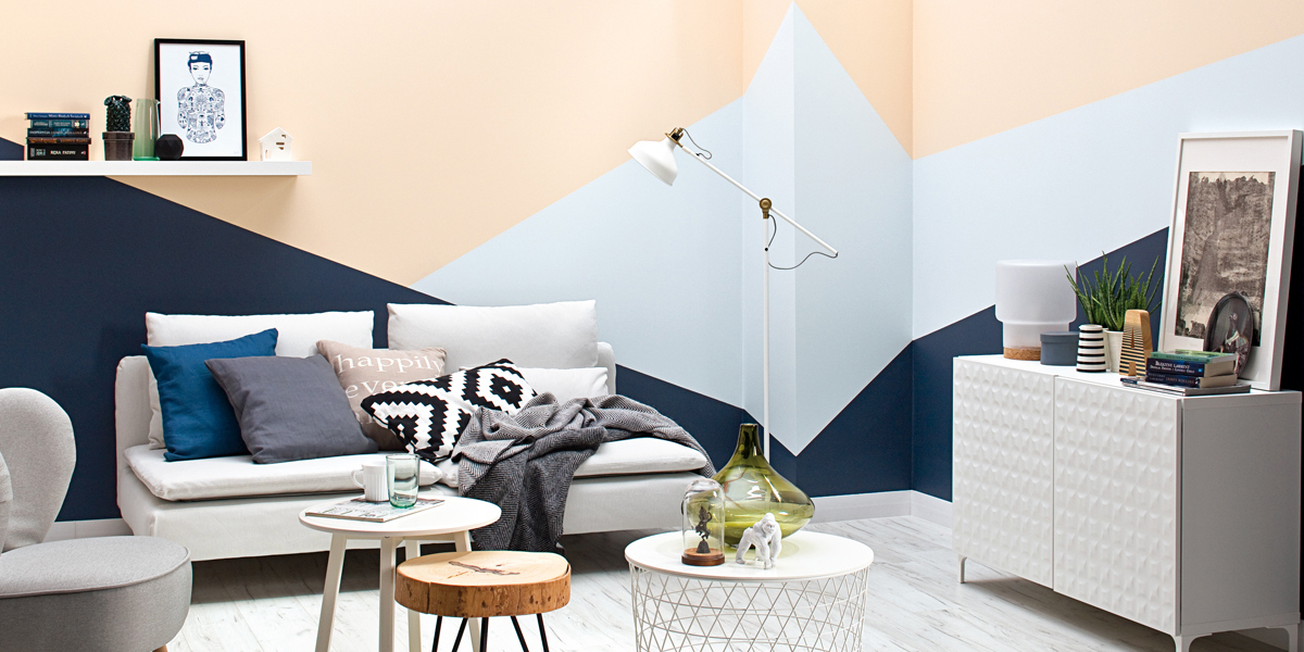living-room-with-geometrical-pattern-on-wall