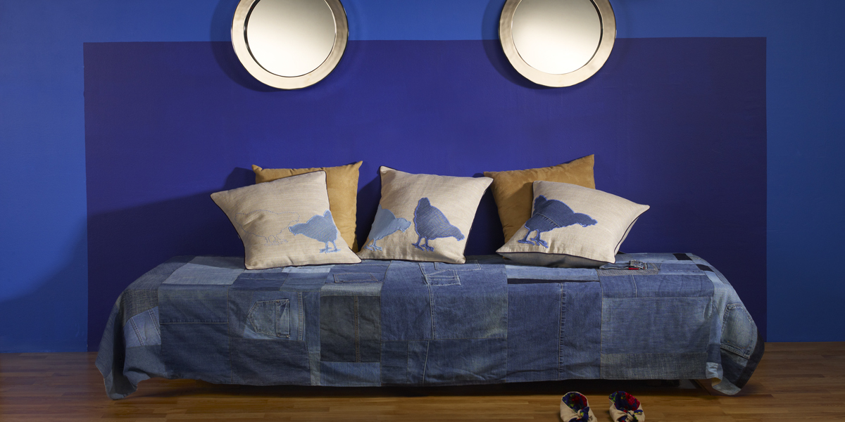 bedroom-in-dark-blue