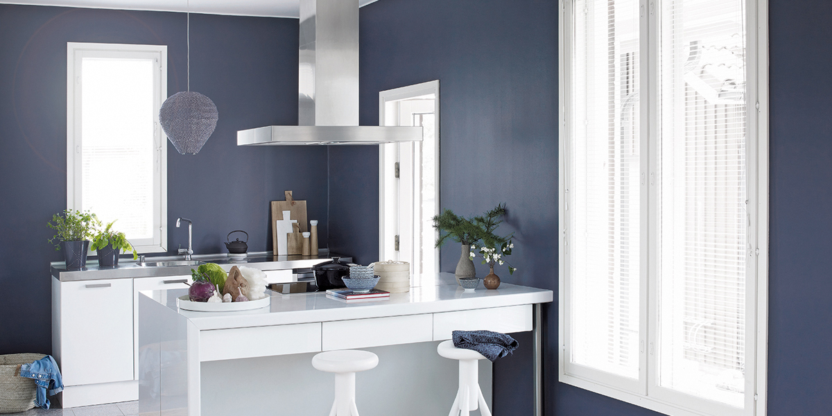 kitchen-in-blue-and-white